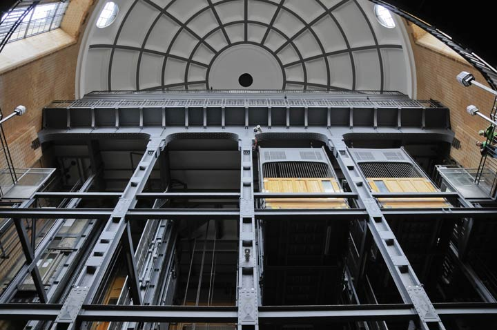 Alter Aufzug